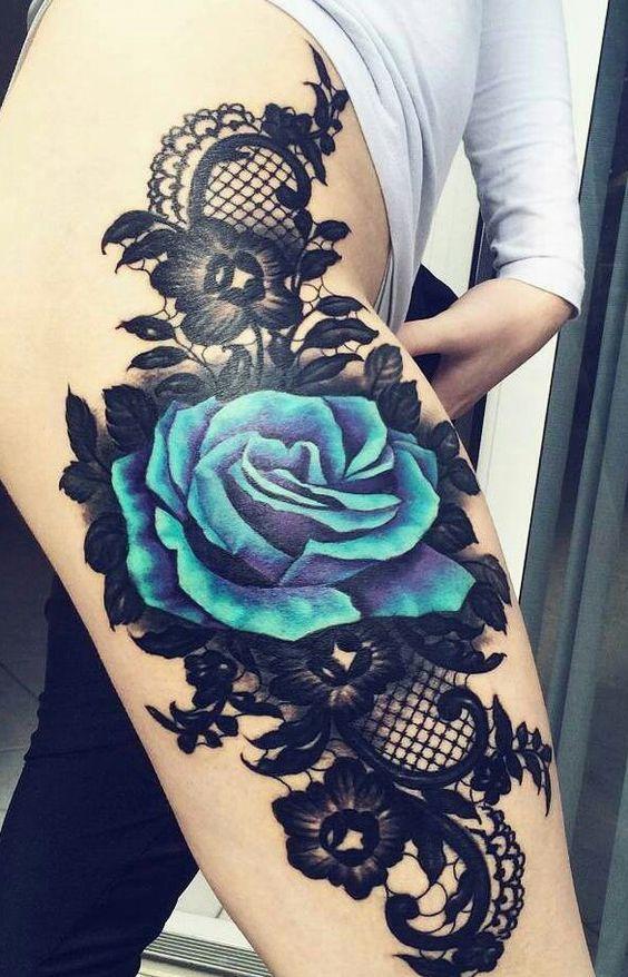 tatuajes de rosas azules en la pierna