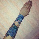 tatuaje en todo el brazo izquierdo