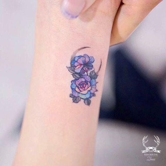 significado de las rosas azules en tatuajes