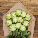 arreglo de rosas de color verde