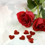 rosas rojas con corazones