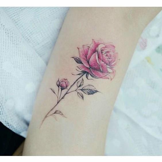 significado de una rosa roja en tatuaje