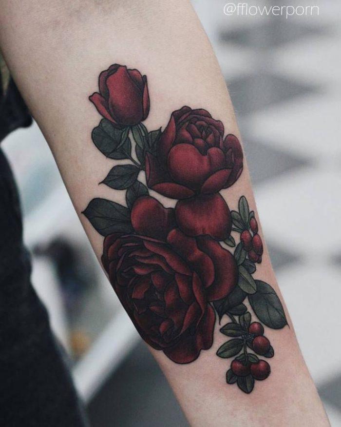 tatuaje de rosas en el brazo