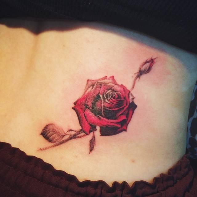 tattoo rosas roja hersmoa